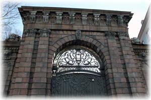 Ворота усадьбы С.П. фон Дервиза