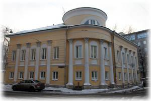 Здание на углу Пятницкой и 1-го Монетчиковского переулка