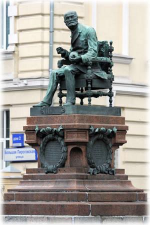 Памятник Н.И.Пирогову