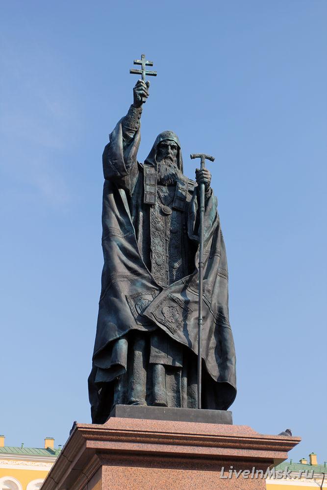 Памятник патриарху Ермогену