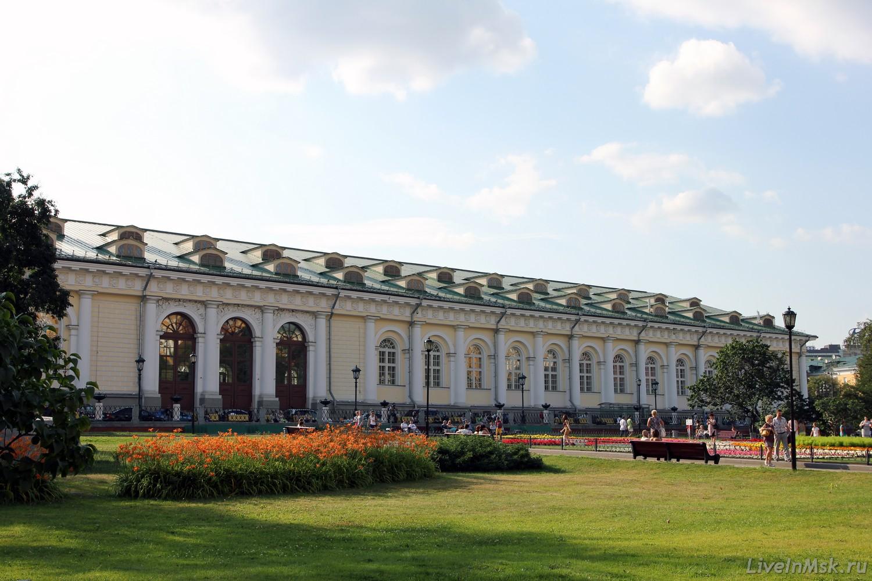 Манеж со стороны Александровского Сада, фото 2016 года