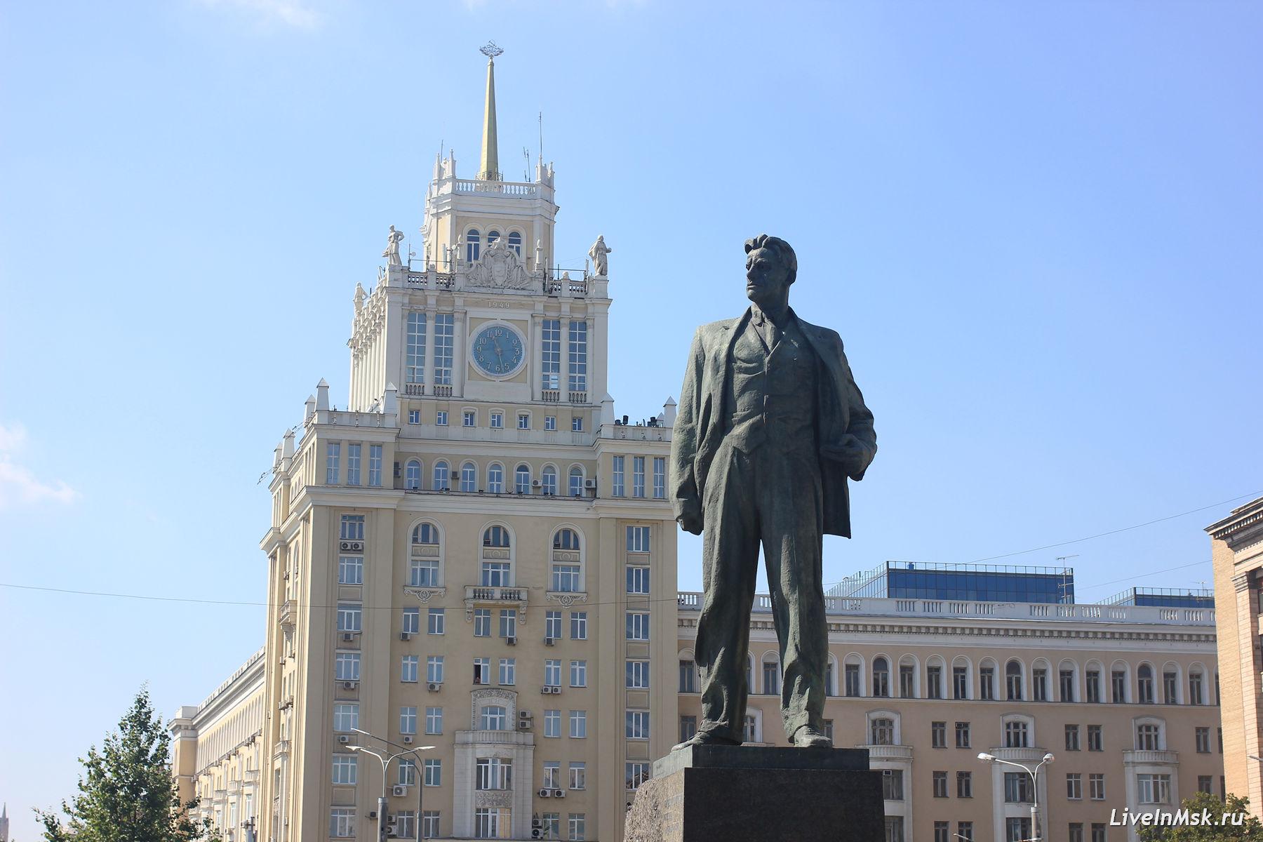 Памятник В.В.Маяковскому, фото 2017 года